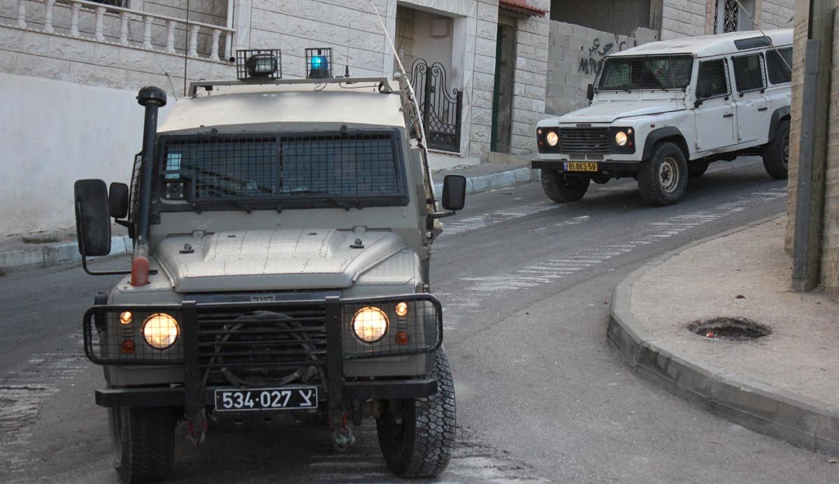 الاحتلال يعتقل 4 شبان من بيتا ويعلنها منطقة مغلقة