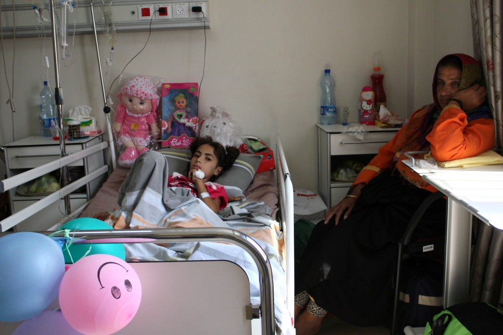 يعالج في مستشفى النجاح الوطني الجامعي حالياً نحو 6 أطفال من مصابي غــزة