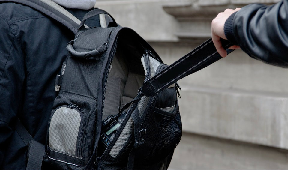 الشرطة: القبض على 43 مطلوباً أثناء السفر