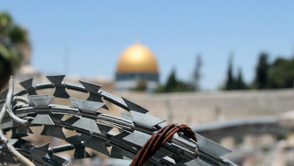 نابلس.. وقفة احتجاجية على زيارة بنس لإسرائيل