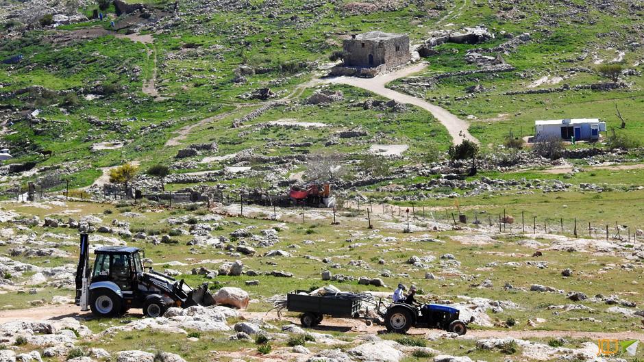 مصادرة خيام من خربة طانا