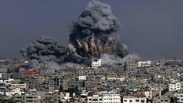 تدمير برج سكني في غزة دون وقوع إصابات