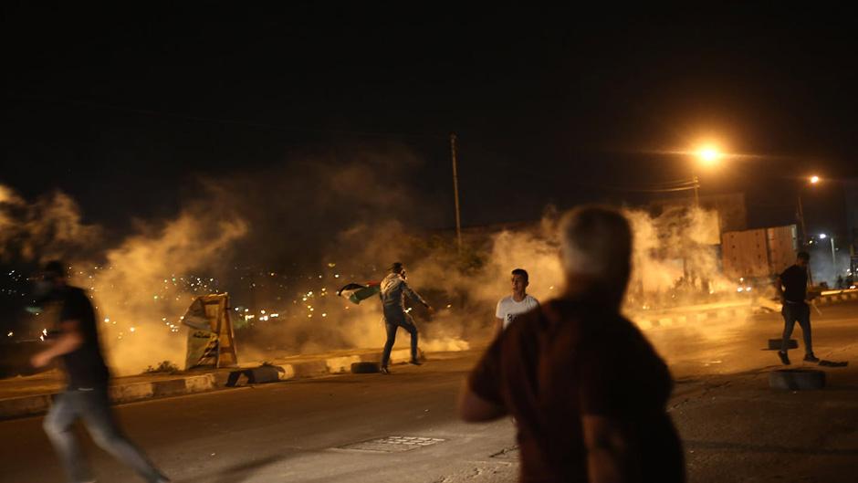 إصابات بالاختناق خلال مواجهات في اللبن الشرقية
